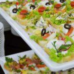 Kanapki z twarożkiem z sałatą i rzodkiewką, kanapki z jajkiem, sałatą, pomidorem i oliwkami, kanapki z gorgonzolą, sałatą i kiełkami - firma cateringowa Warszawa