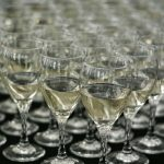 Lampki z białym winem - usługi cateringowe