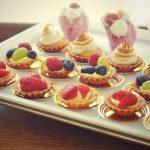 Usługi cateringowe - babeczki z musem i owocami, krem malinowo-śmietankowy