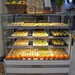 firma cateringowa warszawa - lodówka restauracyjna z tartami