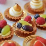 Mini tarty - z owocami i kremem - usługi cateringowe