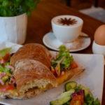 Z czego powinno się składać dobre śniadanie?