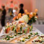 Catering dla firm – jakie menu najlepsze na imprezę służbową?